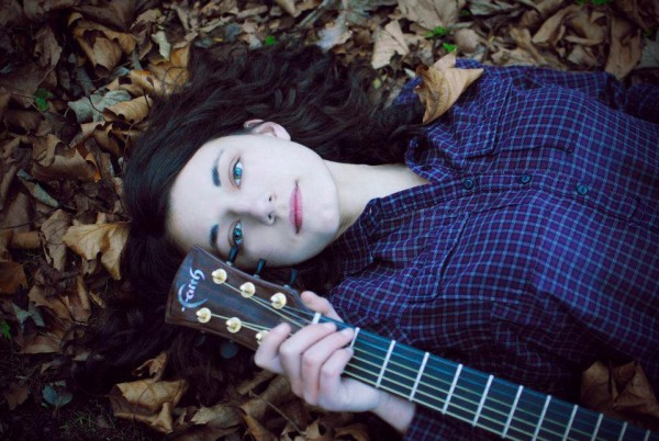 Singer songwriter Sophie Jamieson with her guitar