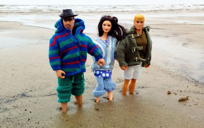 The Happy Somethings as dolls on a beach